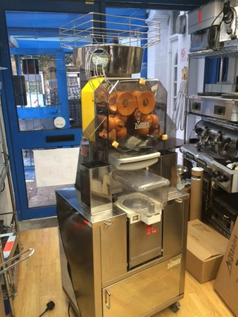 Automatic Orange Juicer with Cooler