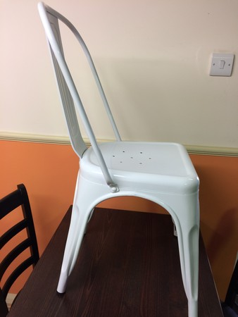 Retro White Metal chair (BRAND NEW)