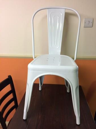 Retro White Metal chair (BRAND NEW)