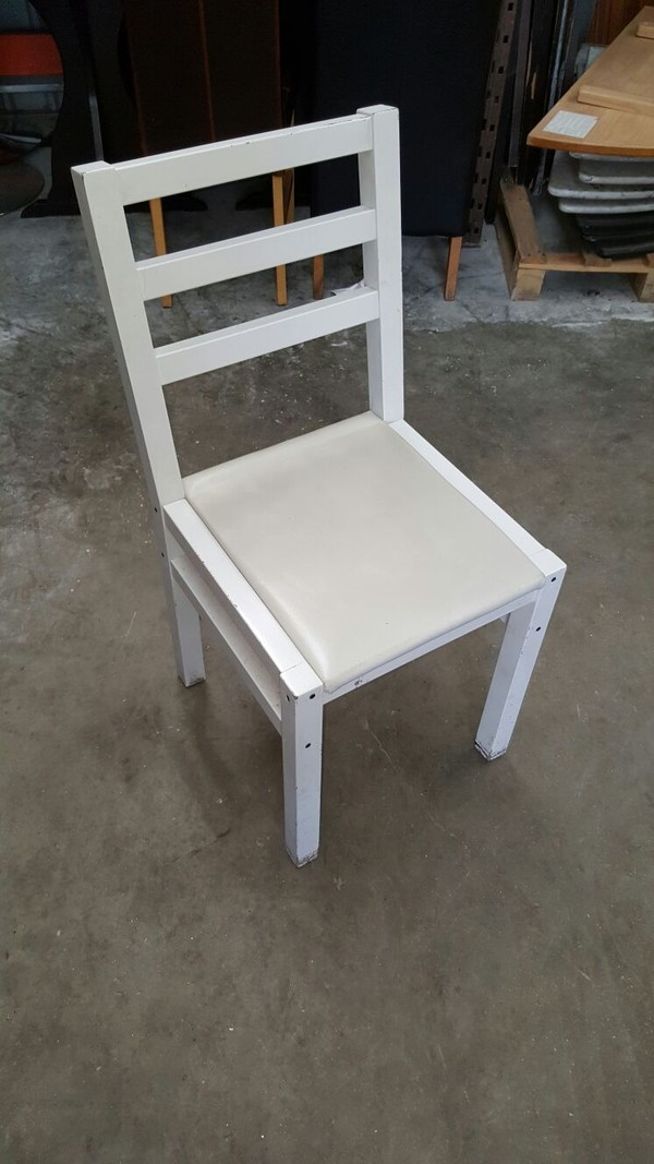 10x White Chairs