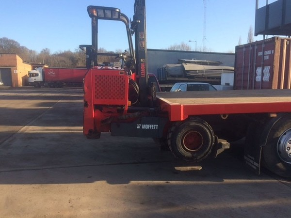 Lorry mounted  Moffett M5 w/ Side Wind