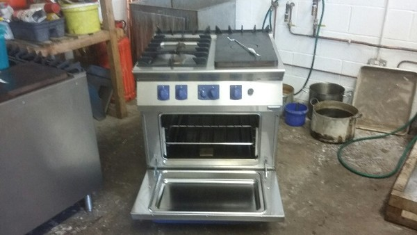 Electrolux Nat Gas semi solid top ranges
