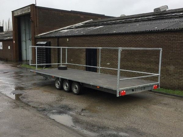 10 Bay Toilet Carrying Flatbed Trailer