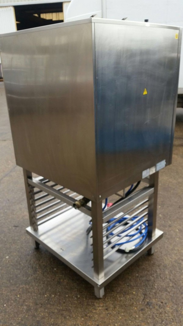Commercial catering oven