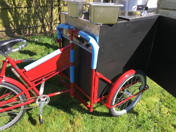 Pashley classic 33 carrier bike in red / crepe stall