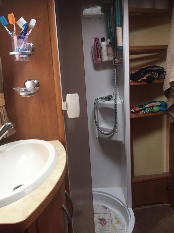 Motrohome bath room