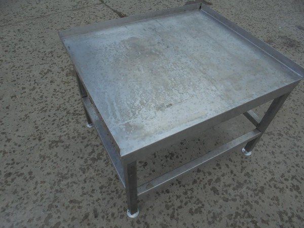Low oven stand