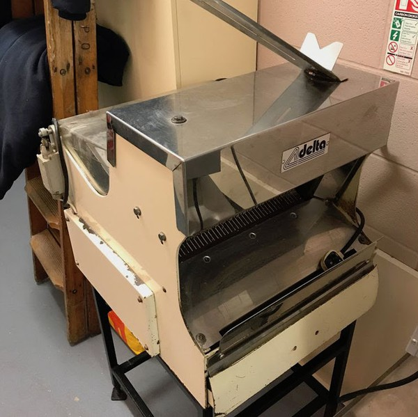 Delta Commercial Bread Slicer