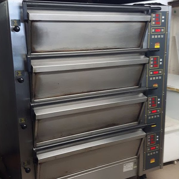 Commercial Oven 4 Decks