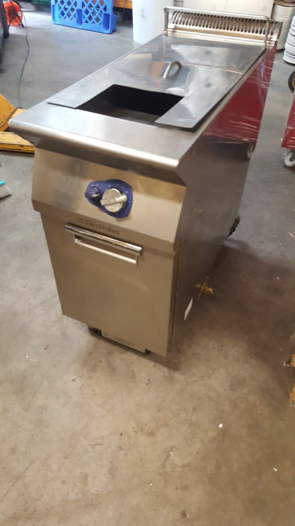 2 x Electric Electrolux Fryer