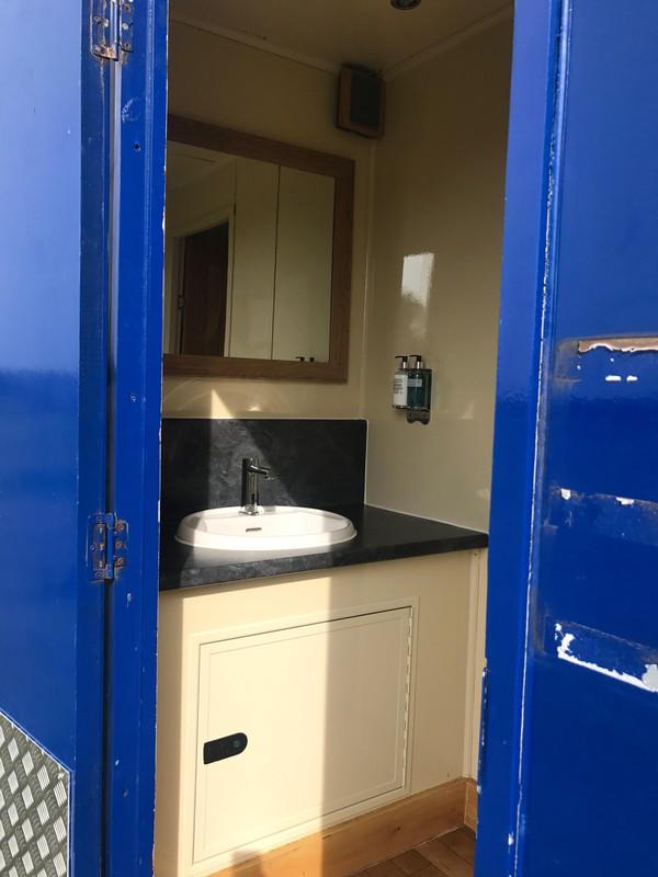 Toilet trailer vanity unit