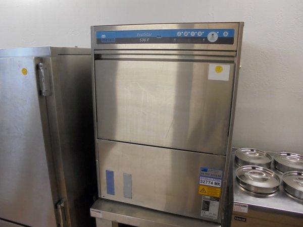 Front loading dish washer