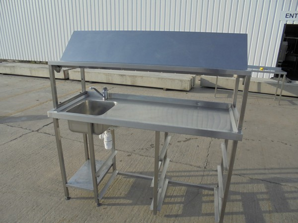 Single sink table with drainer
