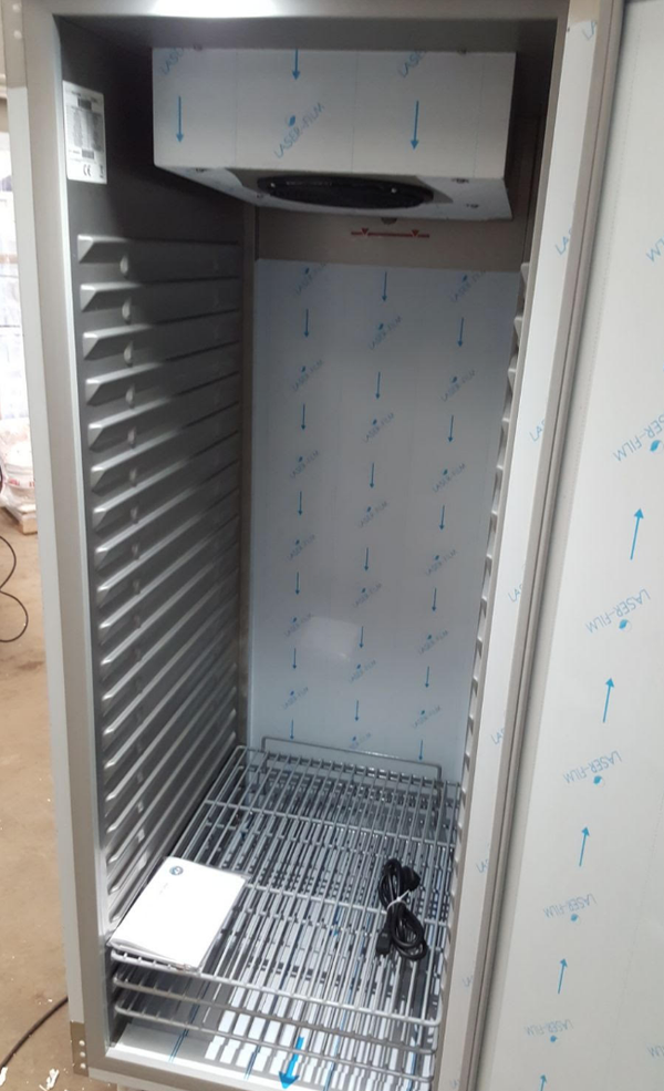 Commercial upright fridge UK