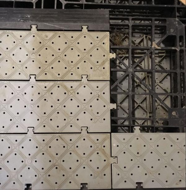 Grey grid matting