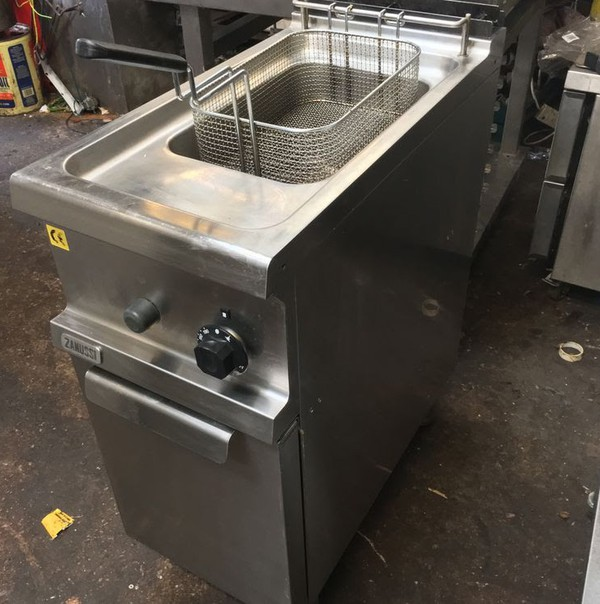 Used Zanussi single tank fryer