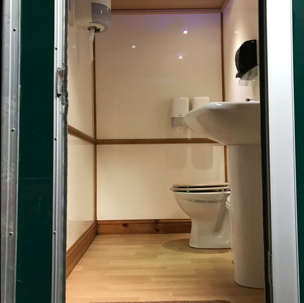 Used luxury toilet trailer for sale