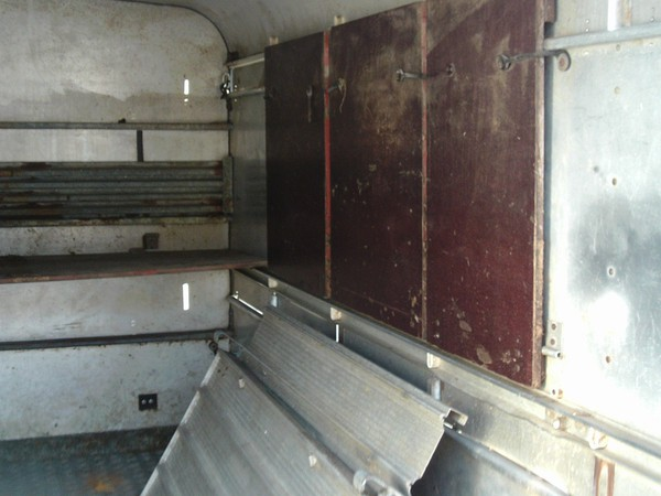 Buy Used 10' ifor williams livestock trailer