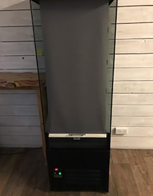 Multi deck fridge with night blind