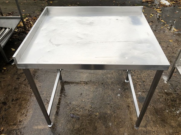 Steel corner table