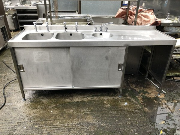 Stainless steel triple bowl sink