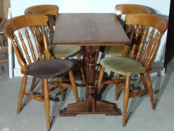 44x Chairs and 11x Tables Sets