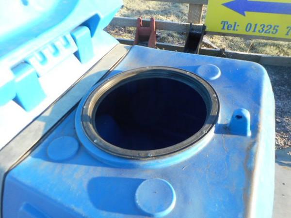 Bulk liquid tanks