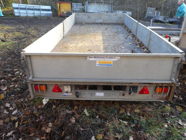 Flat bed drop side trailer