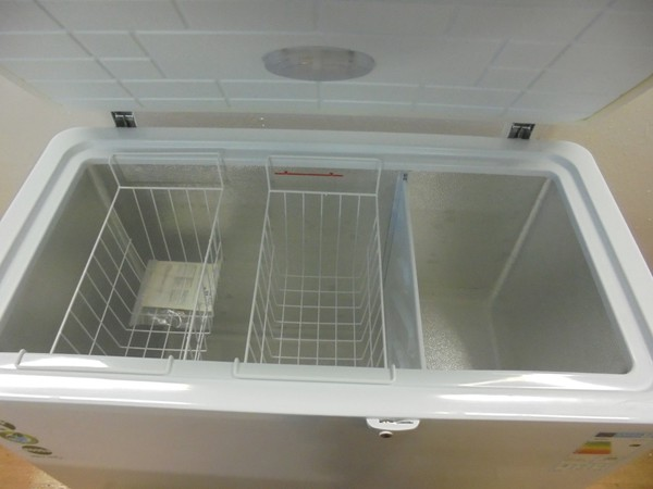 Catering chest freezer