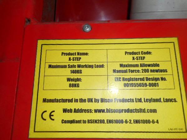 Access scissor lift