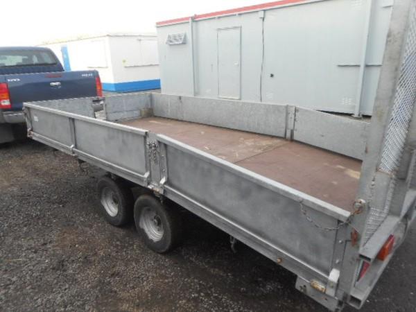 Drop side trailer