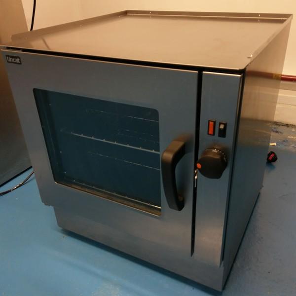 Oven with glass door