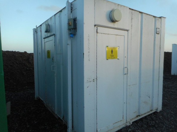Portable toilet building
