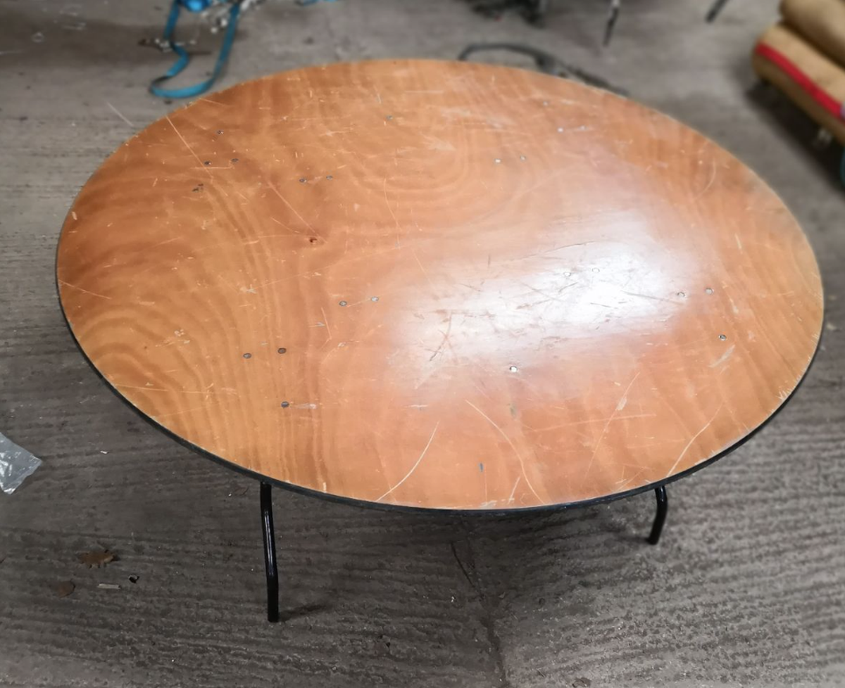 Secondhand Chairs And Tables Round Tables With Folding Legs 13x 5ft6 Round Tables Exeter