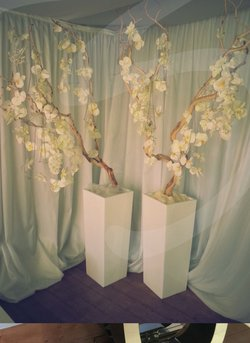 Artificial trees with plannters