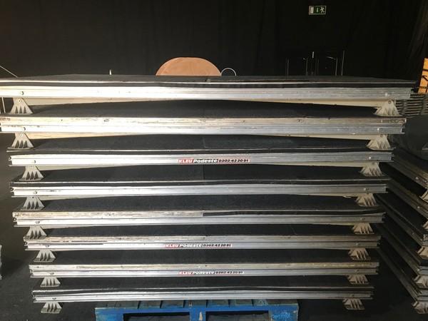 Folding stage decks