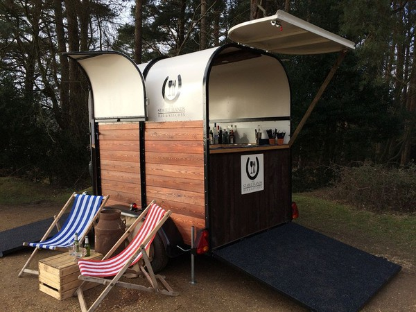 Mobile bar Horse box