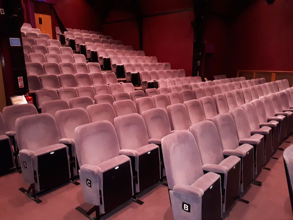 Secondhand vintage and reclaimed theatre and cinema 150x comfortable folding theatre seats freerunsca Gallery