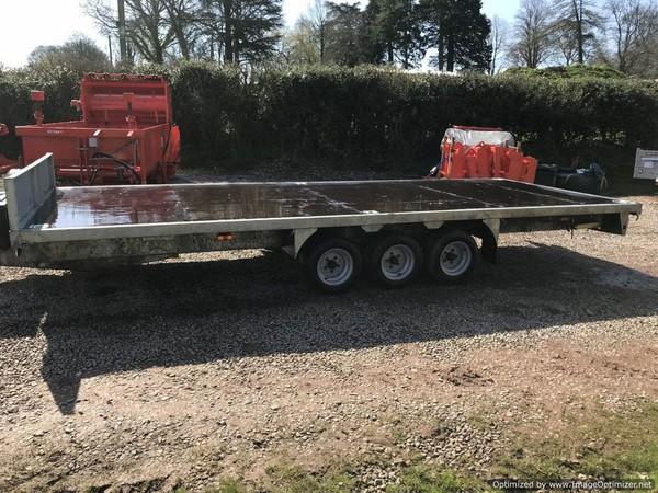 Used tri axle trailer