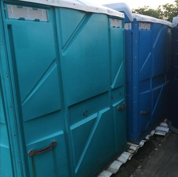 Secondhand urinals