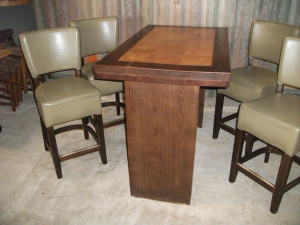 Poseur Table and 4 Chairs (CODE T 1550P)