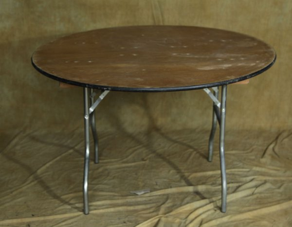 4Ft Round tables for sale