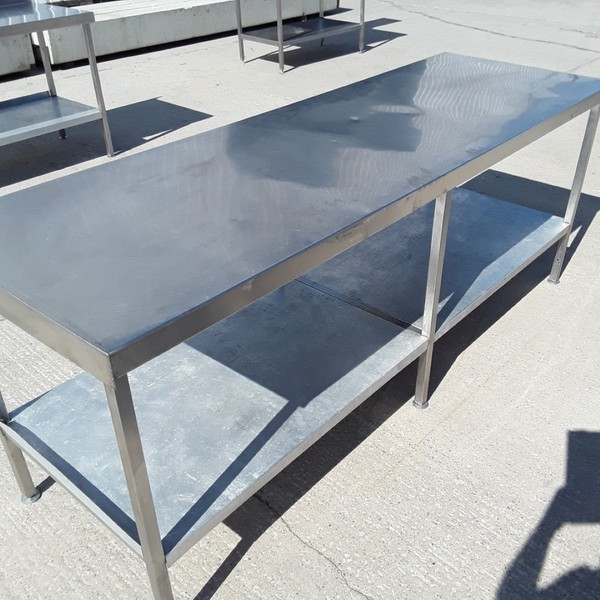 Secondhand steel table with shelf