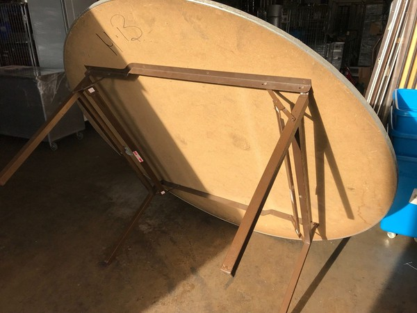 Used banqueting rounds tables