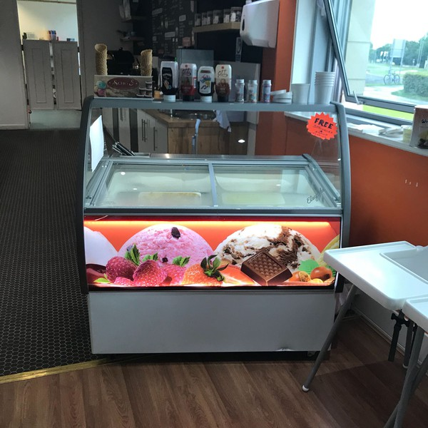 Ice cream display unit