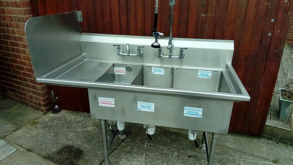 Commercial Triple Bowl sink with quick release plugs