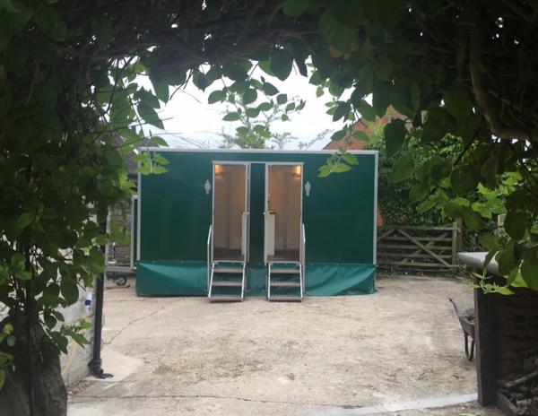 2 + 1 toilet trailer