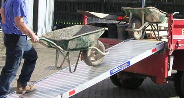 Truck loading ramp