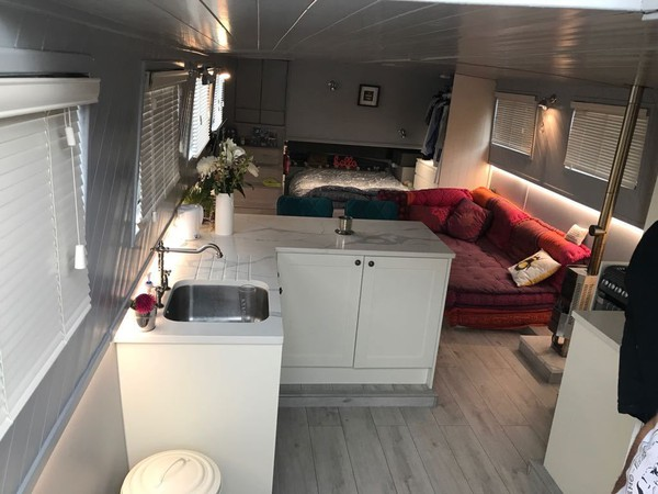 Widebeam Floating home for sale
