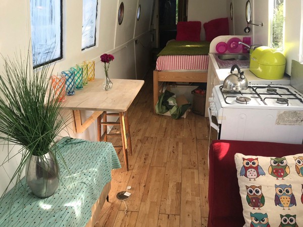 40ft narrowboat in shabby chic style